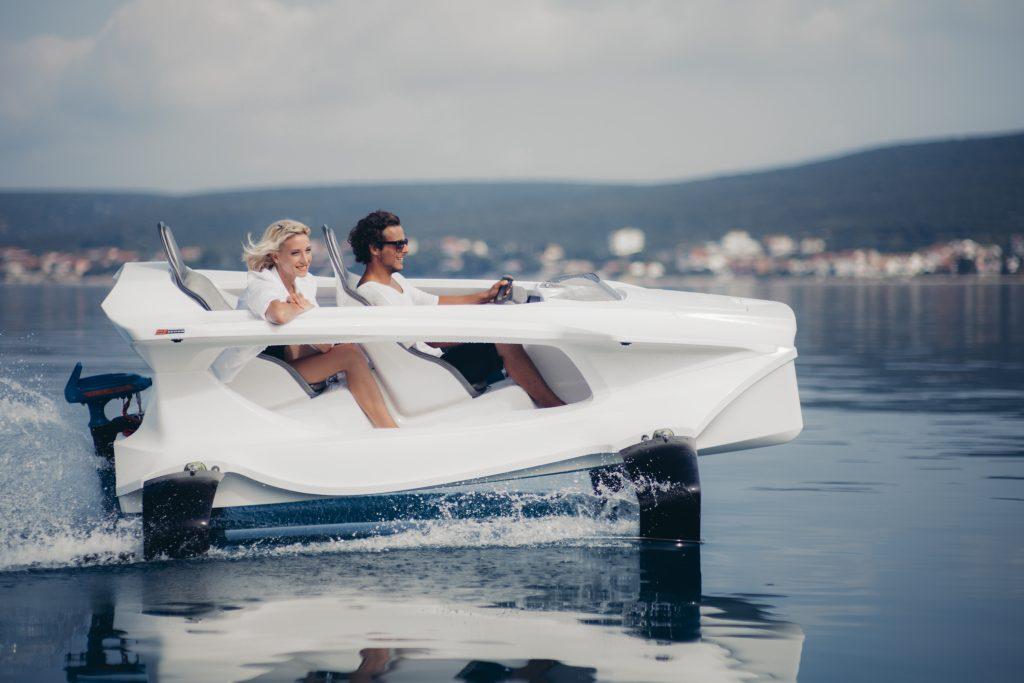 bateau moteur avec foil