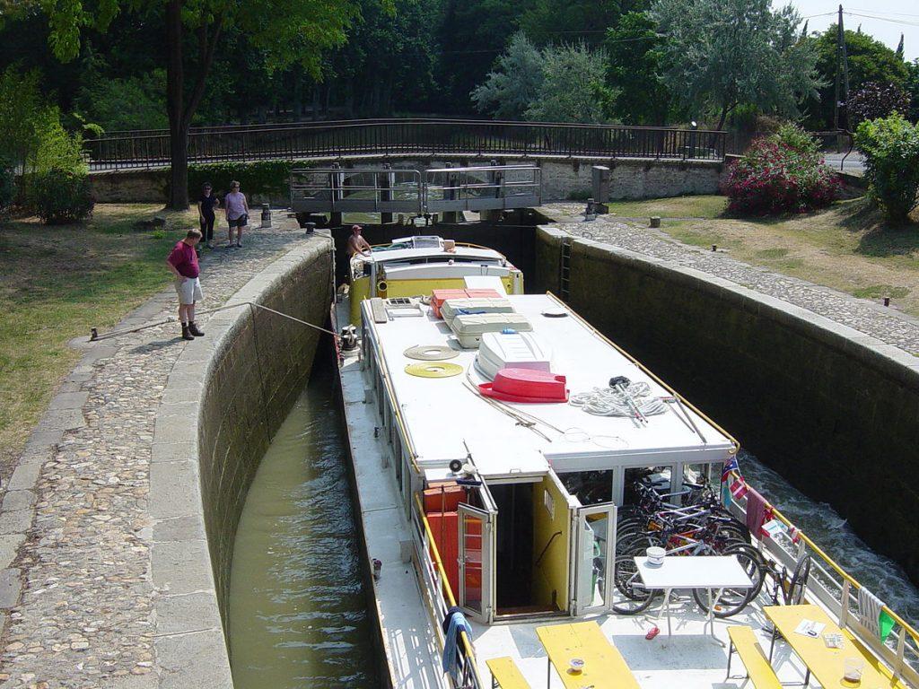 bateau pour canaux occasion