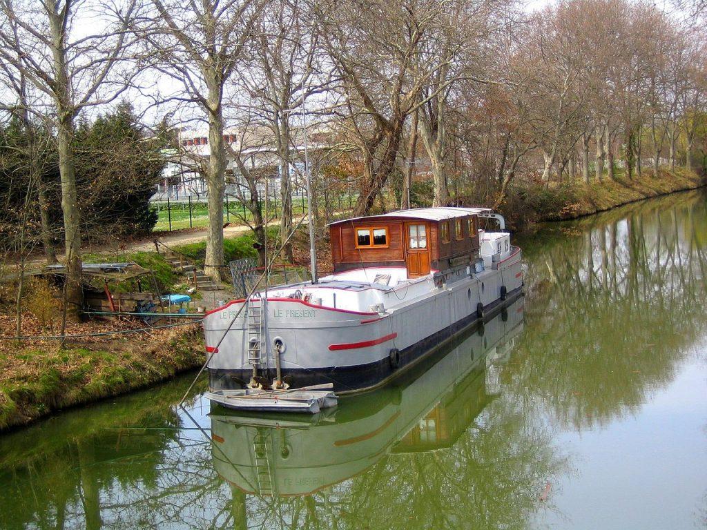 bateau fluvial habitable a vendre